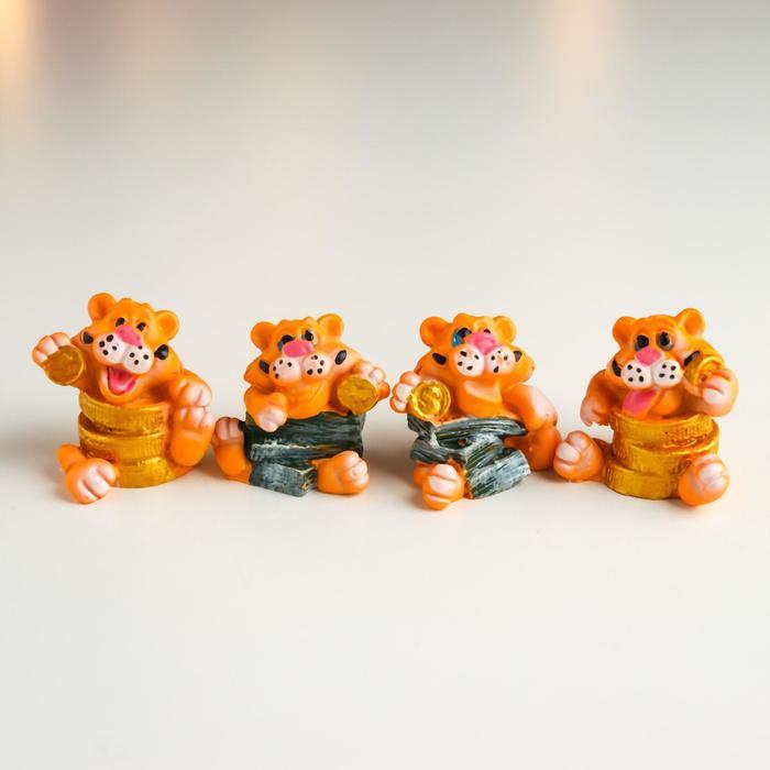 Сувенир полистоун Тигр силач с купюрамимонетами МИКС 3х2х3 см