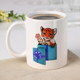 """Кружка-хамелеон """"Новый год. Тигр с подарком"""" 350 мл"""