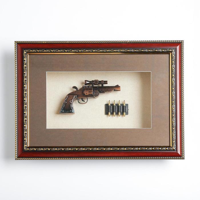 Револьвер в раме, с прицелом, багет золото узор, пули, 28х38 см