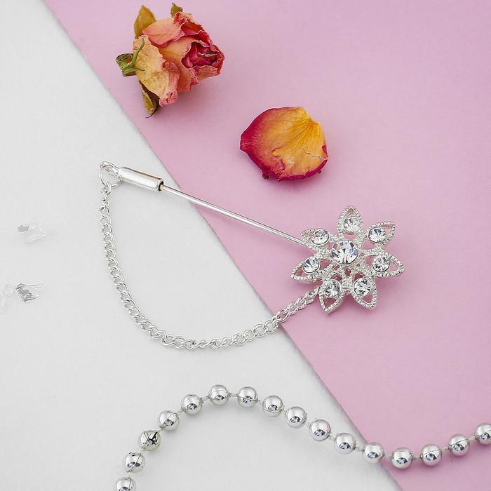 Булавка Цветочек с цепочкой, 5 см, цвет белый в серебре